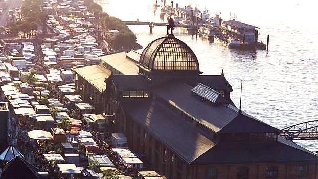 Stadt im Fluss - Veränderung und Bewegung am Hafen