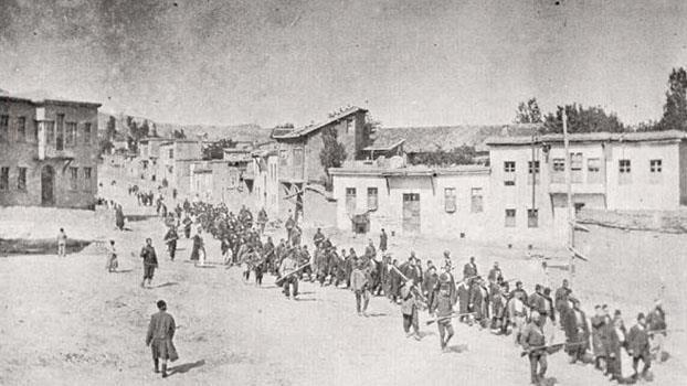 Taner Akçam: Die Quellen des Genozids