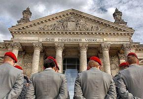 Podcast: Autoritäre und rechte Strukturen in Polizei und Bundeswehr
